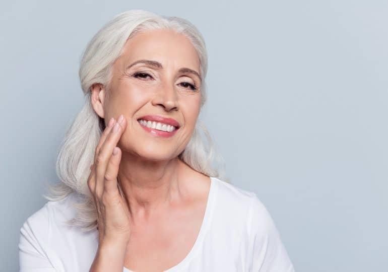 Jak pielęgnować siwe włosy?