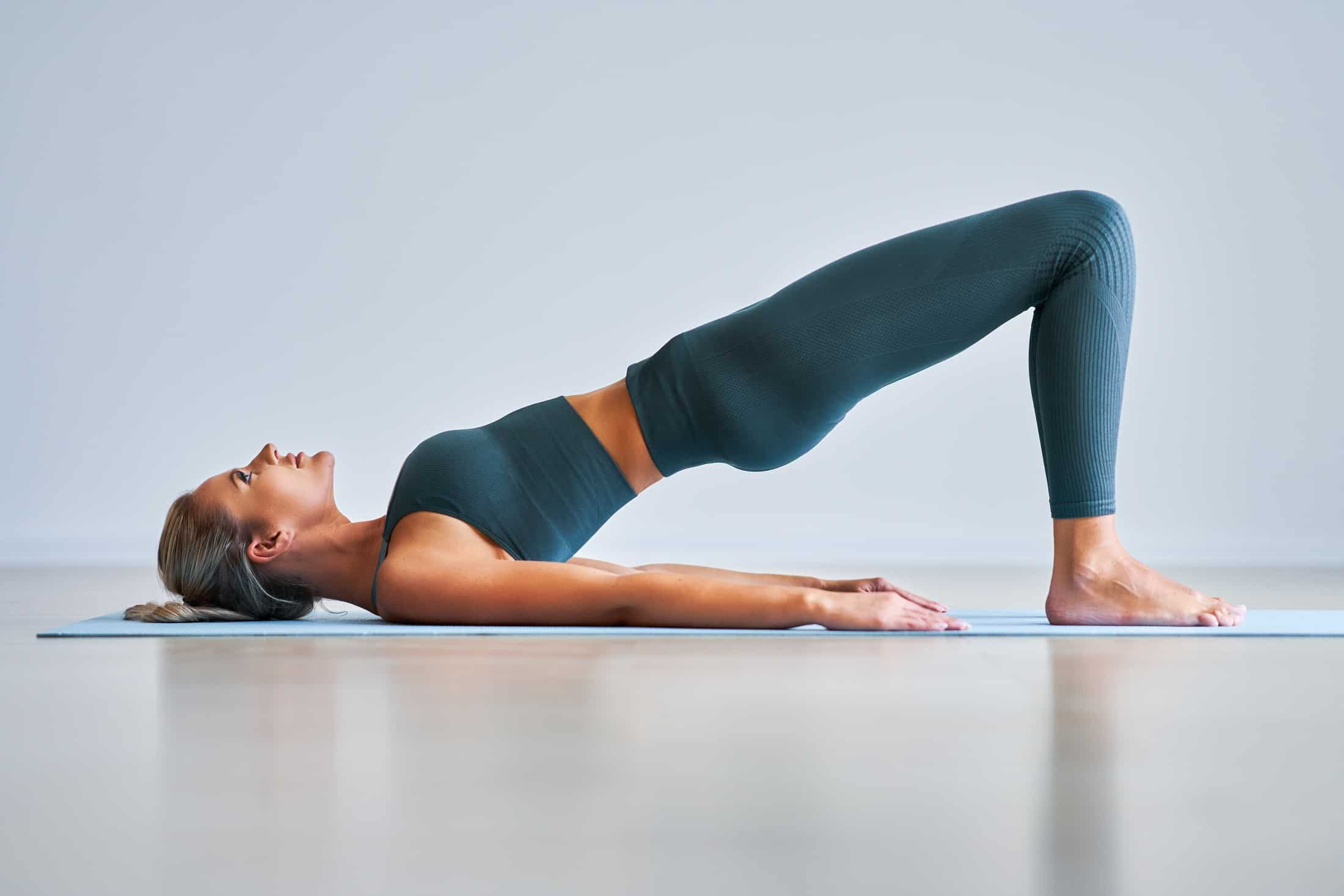 4 ćwiczenia, które powinna wpleść w codzienne rytuały każda kobieta po 40. roku życia?
