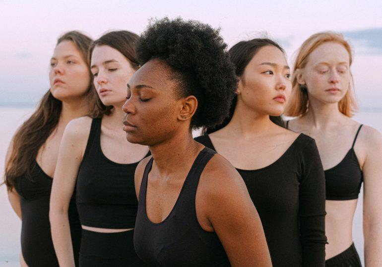 """""""Nie obraź się, ale"""" - projekt, który pozwala zrozumieć skale hejtu, którego doświadczają kobiety w sieci"""