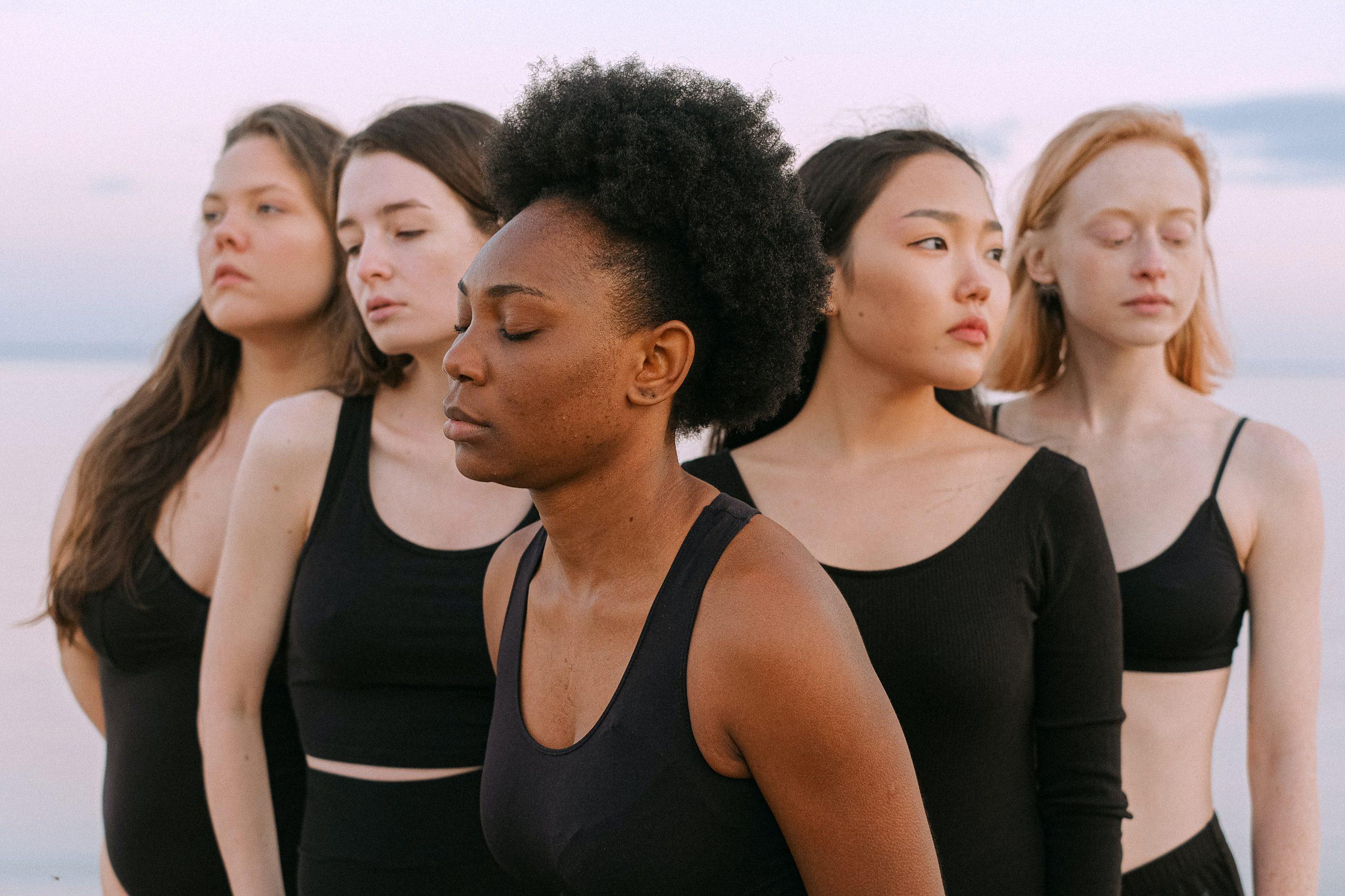 """""""Nie obraź się, ale"""" – projekt, który pozwala zrozumieć skale hejtu, którego doświadczają kobiety w sieci"""