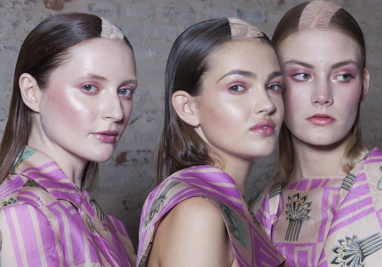 Czy róż w makijażu może zadziałać jak lifting?