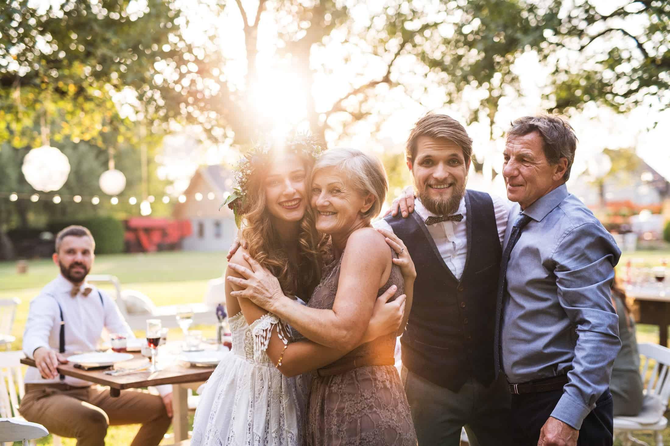 Jak na wesele powinny ubrać się mamy Państwa Młodych? 6 stylowych porad