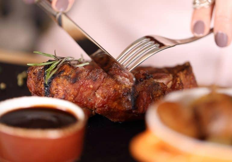 Mięso – czy jego spożywanie faktycznie może nam szkodzić?