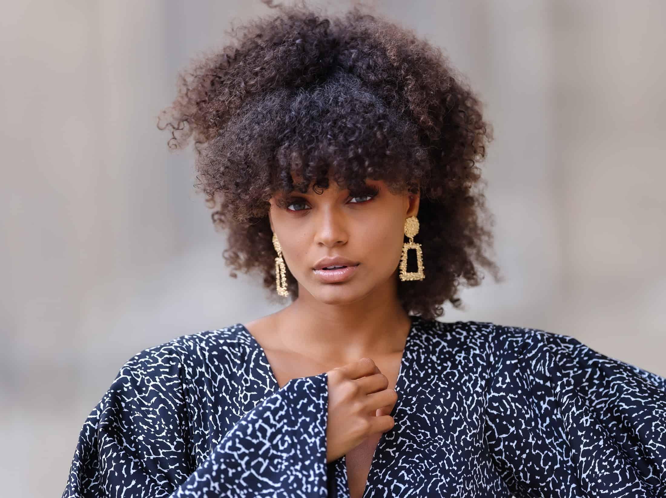 7 najlepszych fryzur dla kręconych włosów