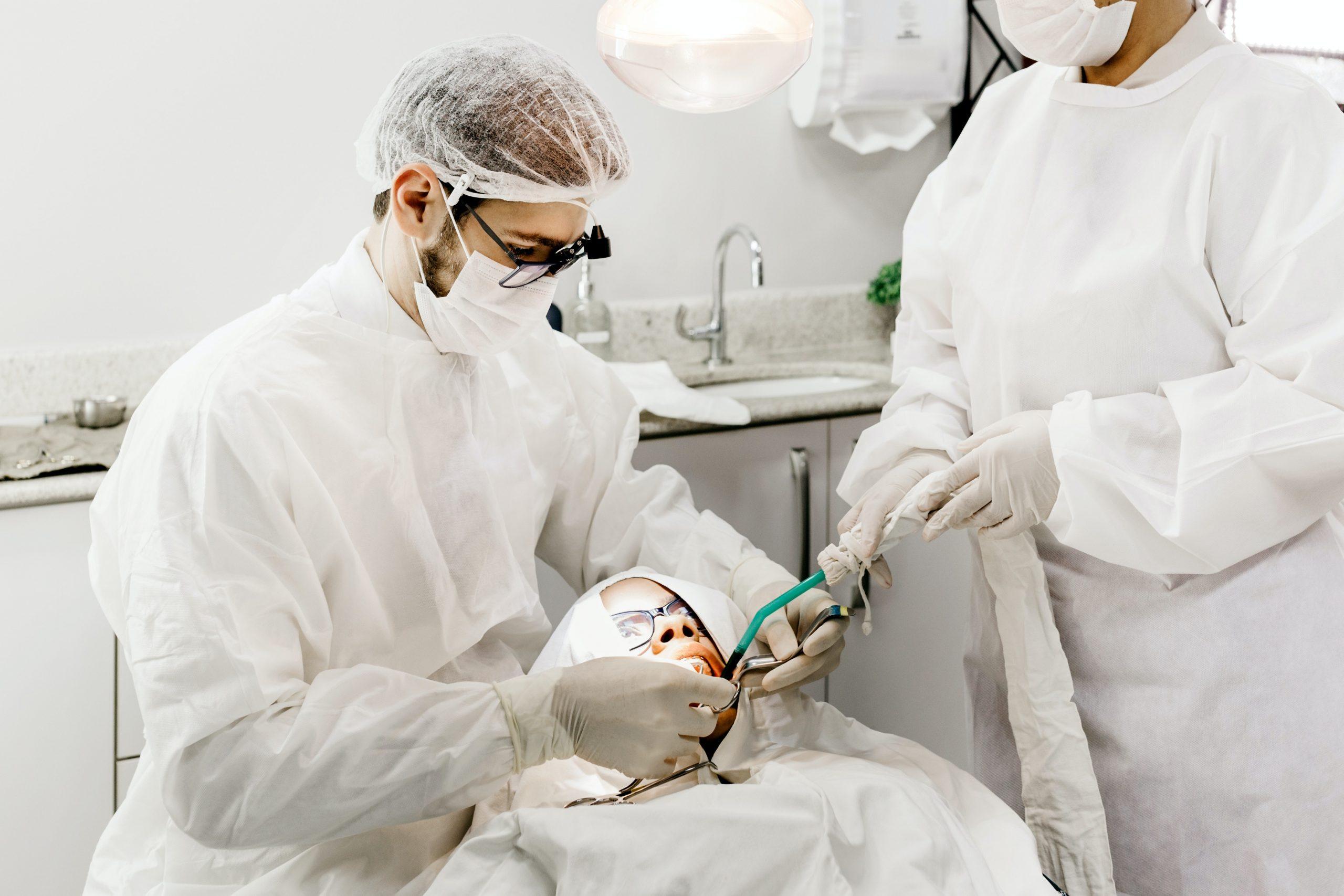 Odbudowa zęba – w jakich sytuacjach jest konieczna?